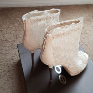 Bebe white lace booties back zip